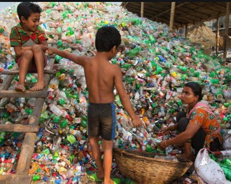 КДПВ: Дети сортируют мусор